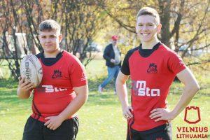 Anglijos jaunimo žaidėjai: Tautvydas Ropeika ir Džiugas Klinga